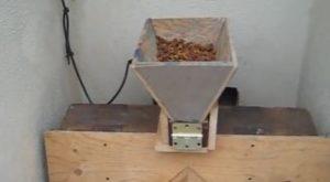 selbstgebauter Futterautomat für hunde